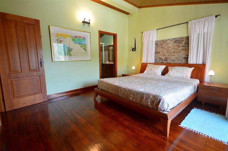 stylishly restored 3-bed house - 15