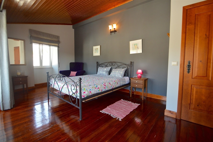stylishly restored 3-bed house - 11