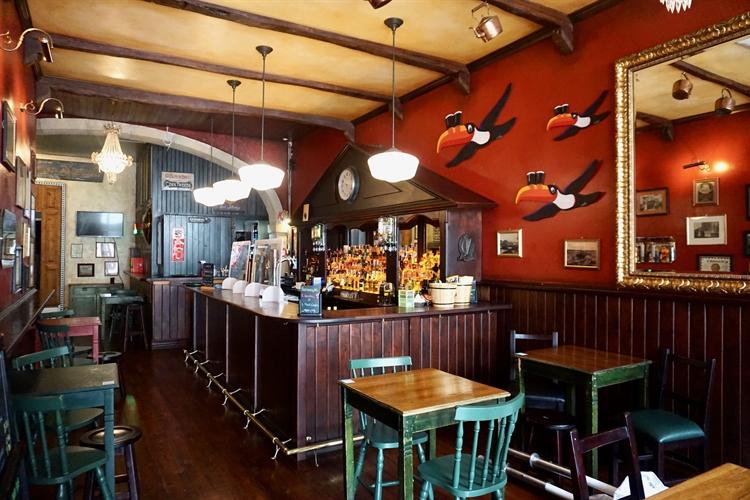 successful irish pub almada - 9