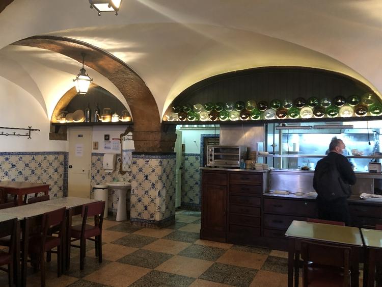 successful historical restaurant lisbon - 4