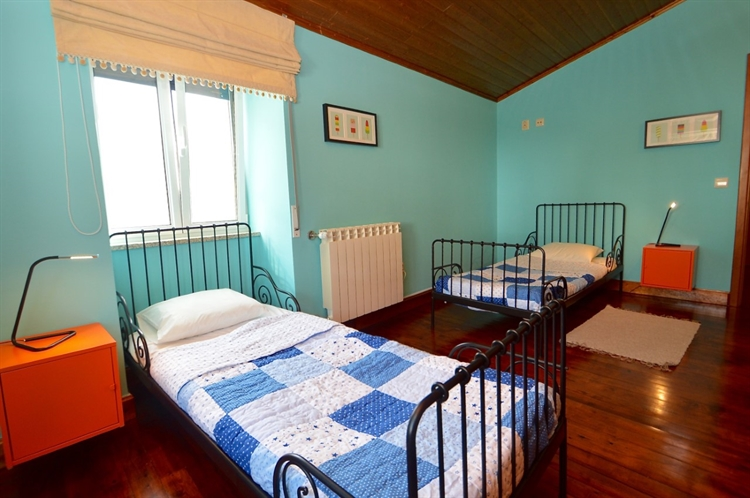 stylishly restored 3-bed house - 14