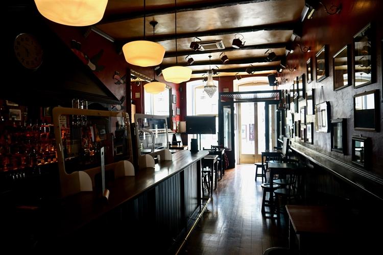 successful irish pub almada - 15